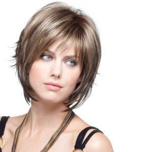 прическа на короткие волосы каскад с челкой фото