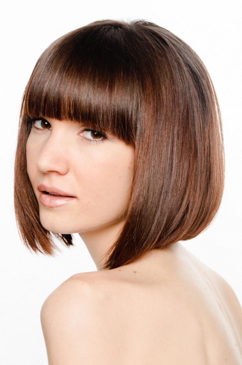 прически каре на средние волосы с челкой фото