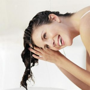 Волосы сильно выпадают при мытье головы что делать