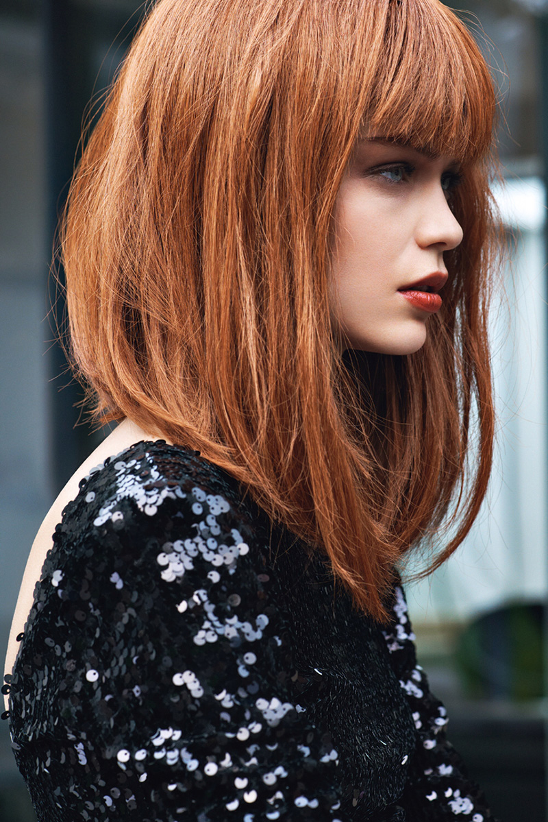 Смотреть - Эротика женщины с вьющимися волосами