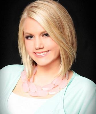 Модная стрижка на средние волосы для блондинки