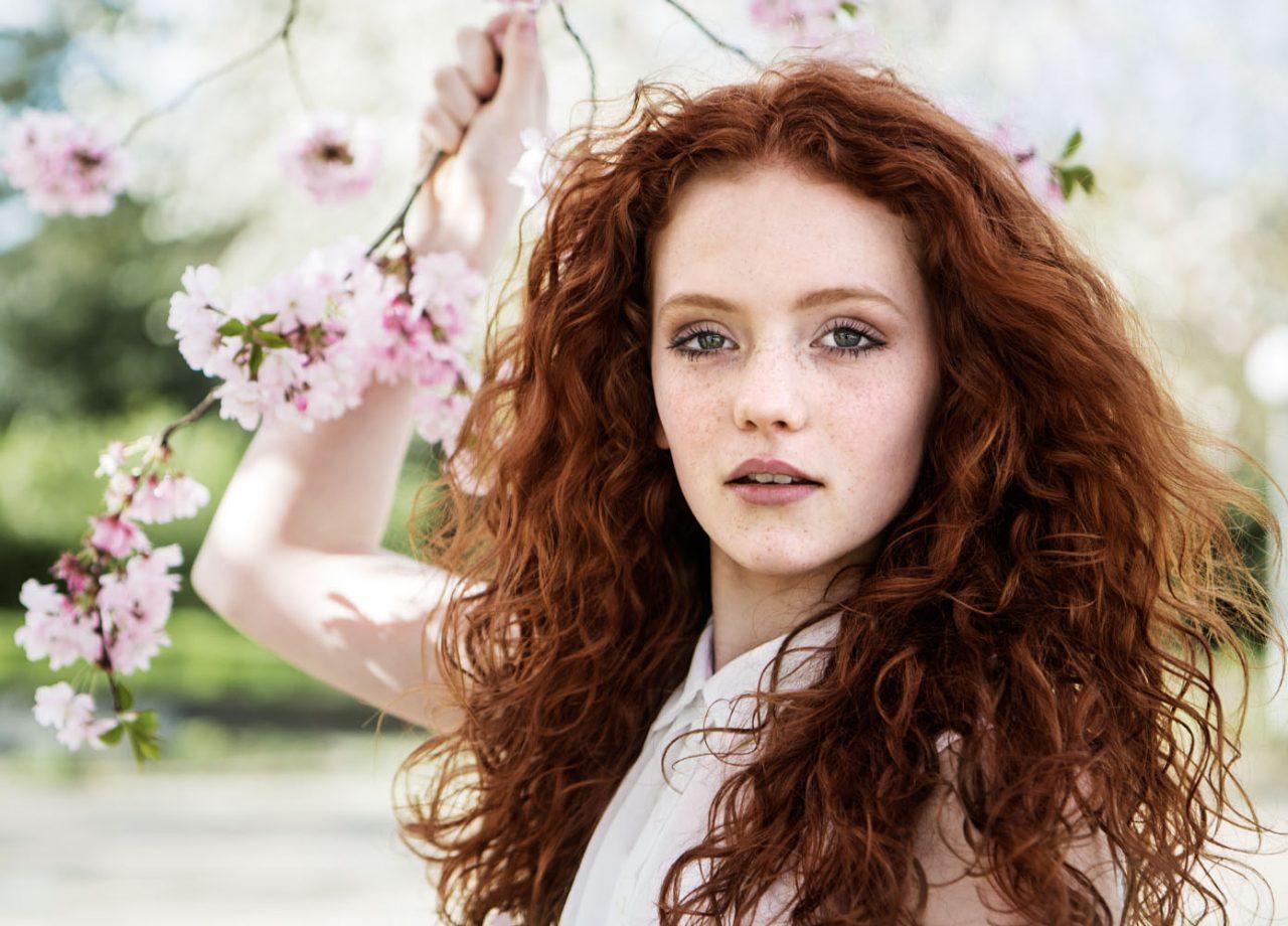 Как красить волосы хной: тонкости щадящей процедуры