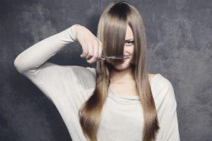 Как подстричь самой себе волосы каскадом видео