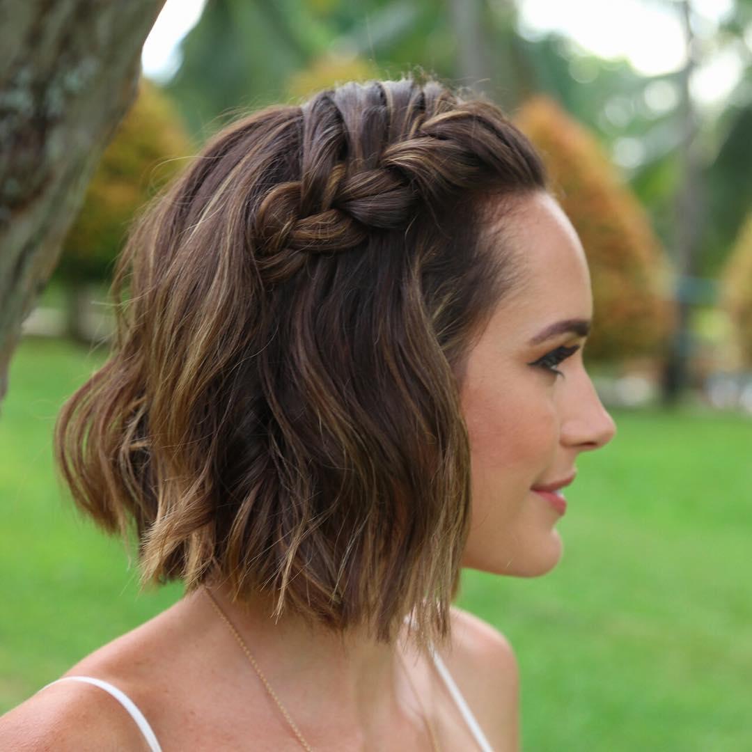 Праздничные прически на короткие волосы каре фото