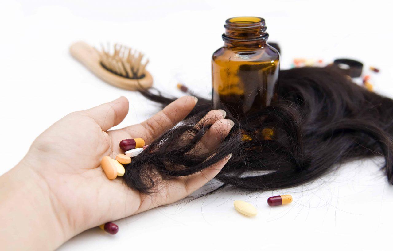 Выпадают волосы: какие витамины необходимо пить?