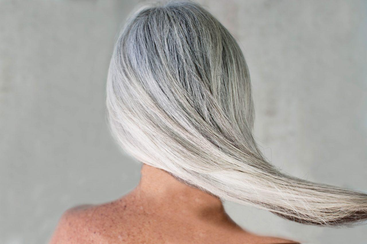 Седые волосы: специфика окрашивания в «зрелость»