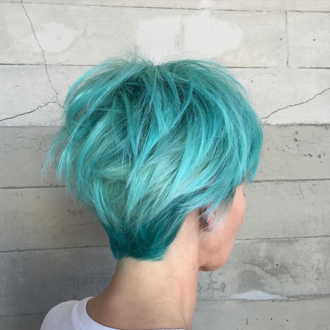 Бирюзовый цвет волос: тренд этого сезона (30 фото)