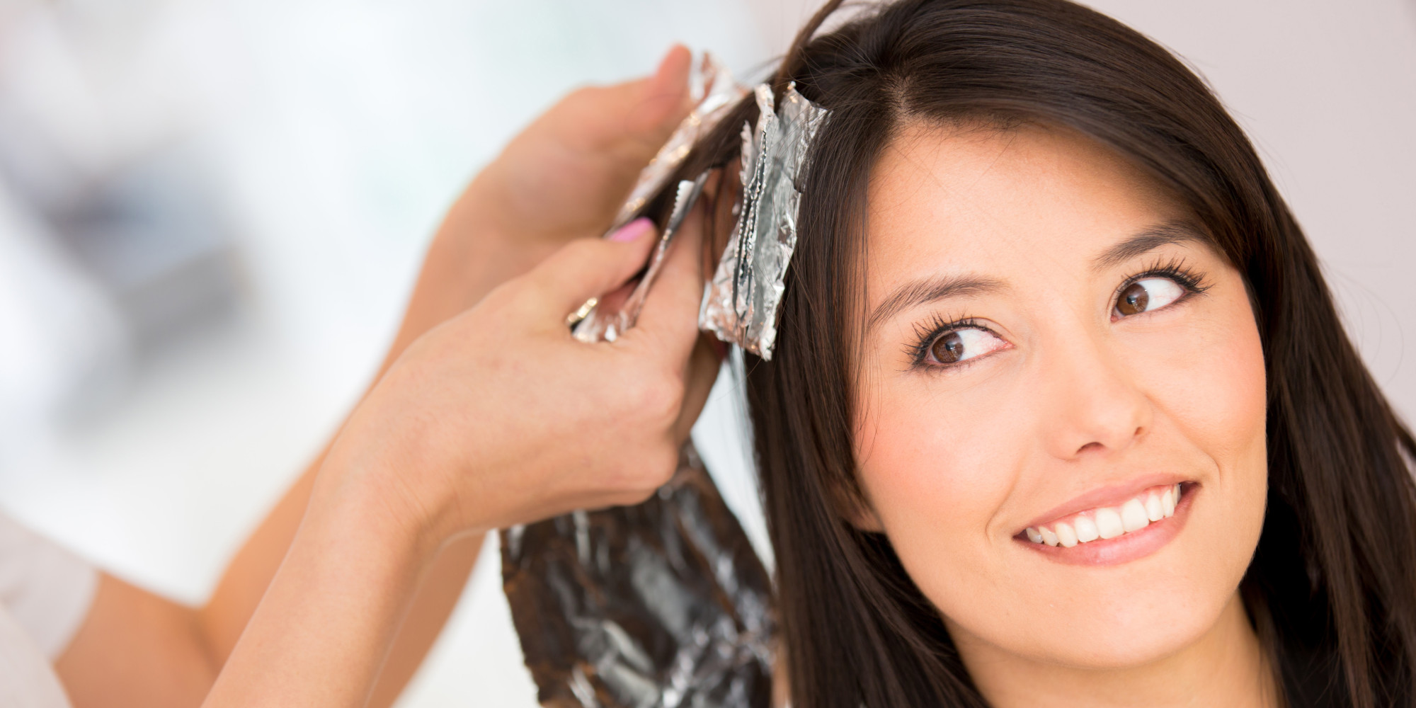 Можно ли красить волосы кормящим мамам