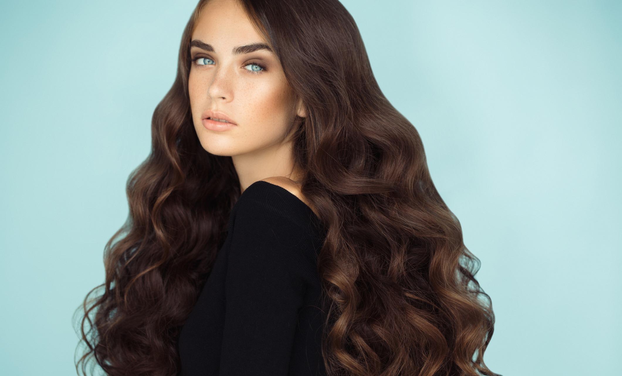Как изменить цвет волос брюнеткам