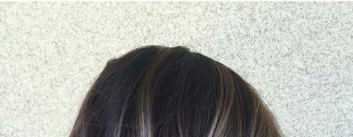 Белые пряди на темных волосах: способы окрашивания (30 фото)