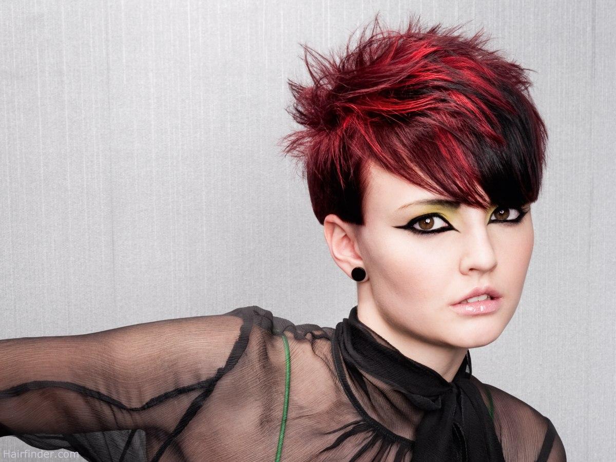 короткие стрижки и красный цвет волос фото горами