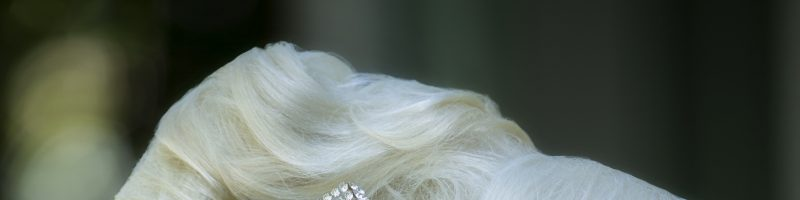 Прически с валиком на голове (30 фото)