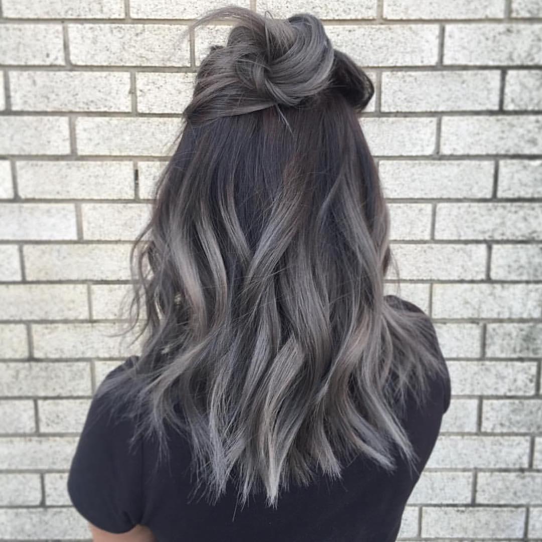 Окрашивание черных волос в цвет седины (30 фото)