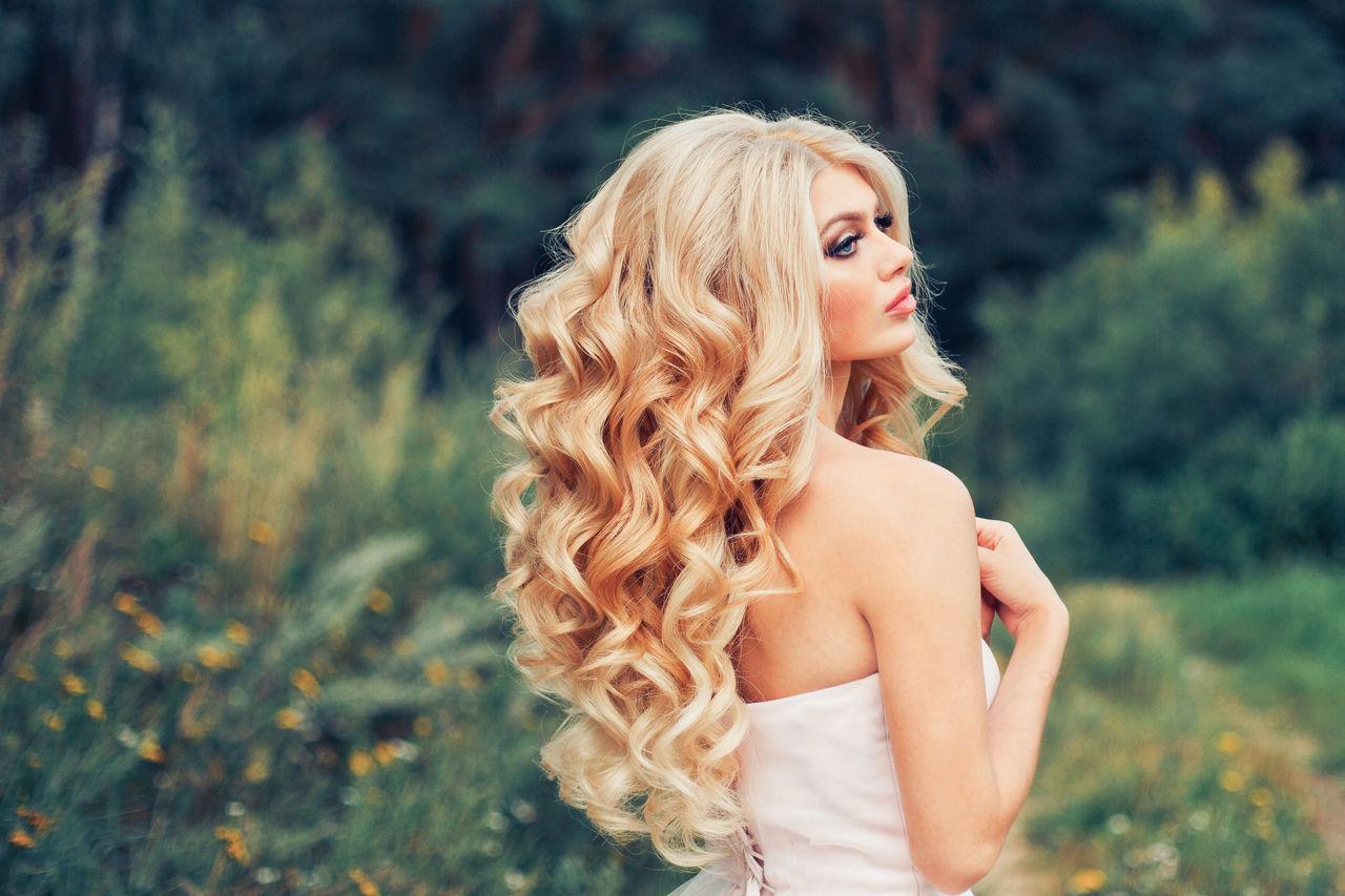 Прически с кудрями на длинные волосы фото