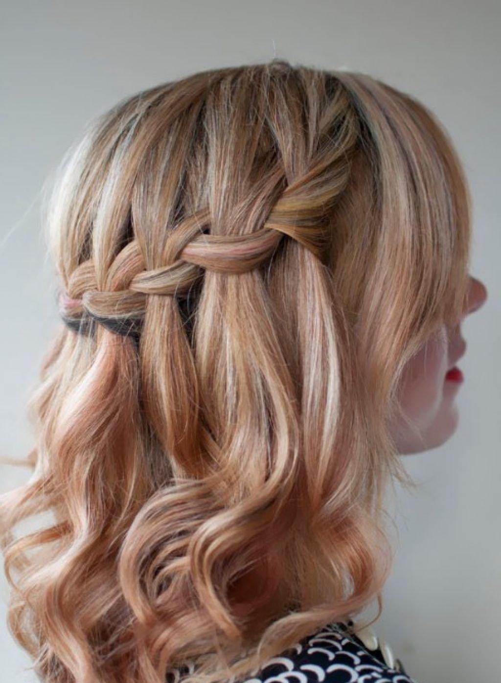 Причёска на короткие волосы в виде «водопада» будет хорошо смотреться и на тонких волосах.