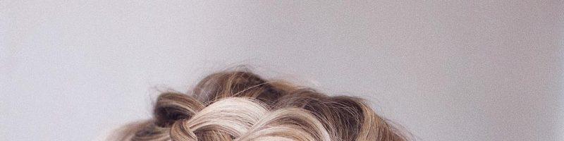Симпатичная прическа для любого случая — объемные косы на средние волосы