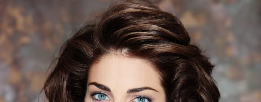 Стрижки для вьющихся волос до плеч (30 фото)