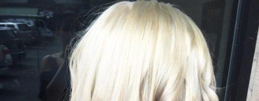Модное окрашивание волос «светлый верх — темный низ»
