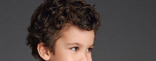 Стрижки для мальчиков с вьющимися волосами (30 фото)