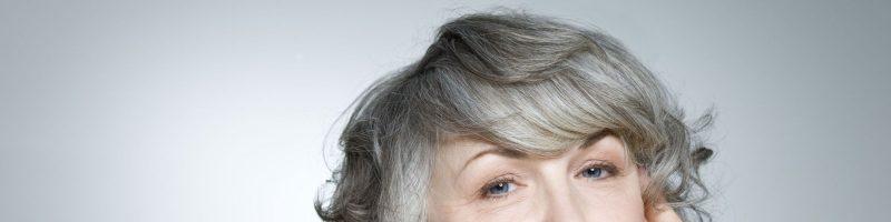 Отвечаем на вопрос, почему волосы седеют рано