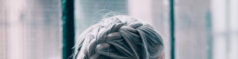 Плетение косичек на короткие волосы: разновидности и техники