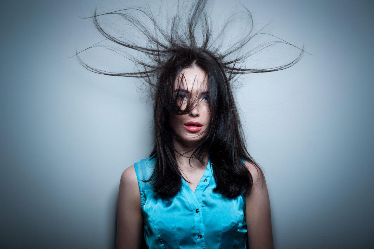 Важно для наступающего сезона: почему зимой волосы электризуются