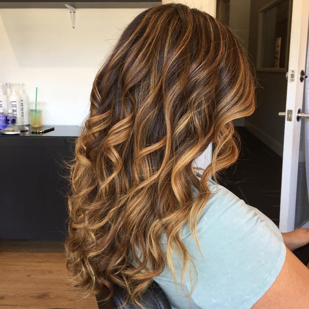 Фото красивого мелирование на темные волосы
