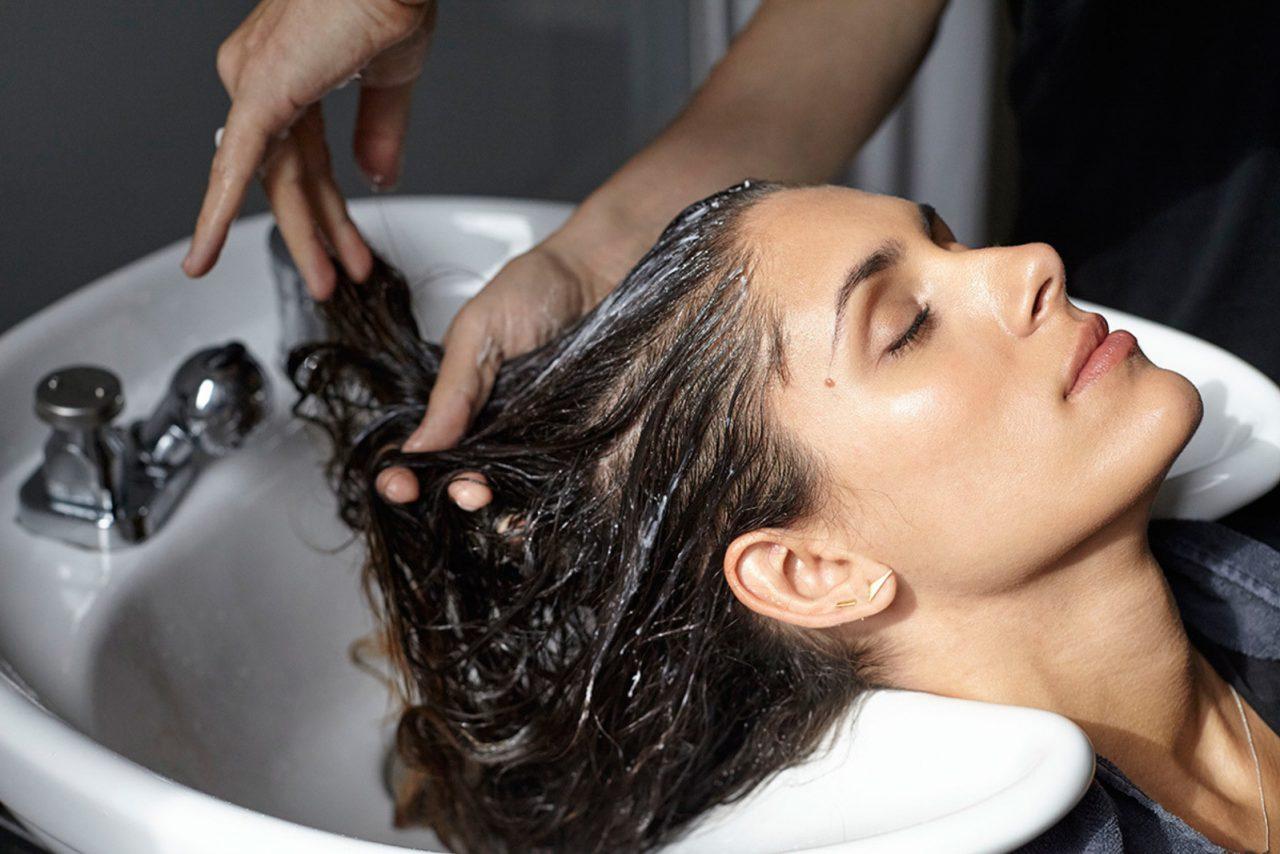 Обзор того, какая профессиональная шампунь для волос считается лучшей