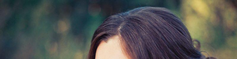 Получаем знания о том, как создаются прически на средние волосы своими руками