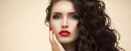 Женственные простые прически на длинные волосы: идеи для модниц