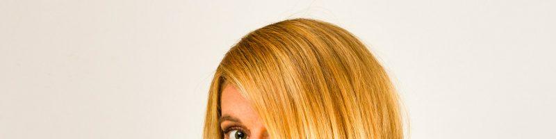 Актуальная стрижка на средние волосы — каскад
