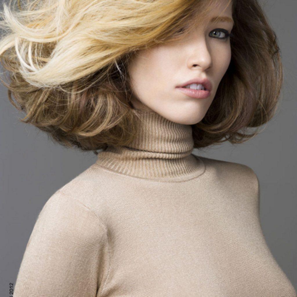 Техники, как создавать объемные укладки на средние волосы