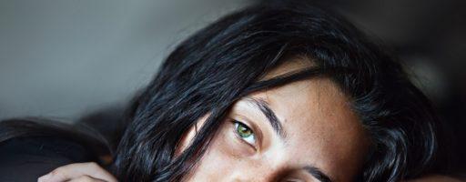 Какой цвет волос для зеленых глаз выбрать для гармоничного образа?